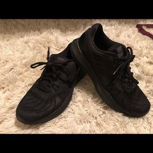 Black nike shoes (training)